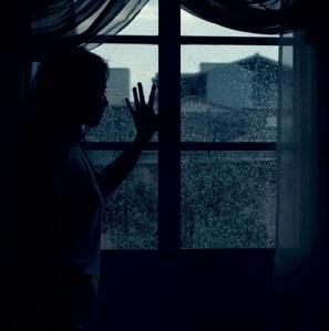 Somente você é capaz de construir barreiras para o seu sucesso.Para de ver a vida através de uma janela de vidro.