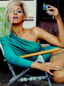 Beyoncé arrasa em seus diversos look's.